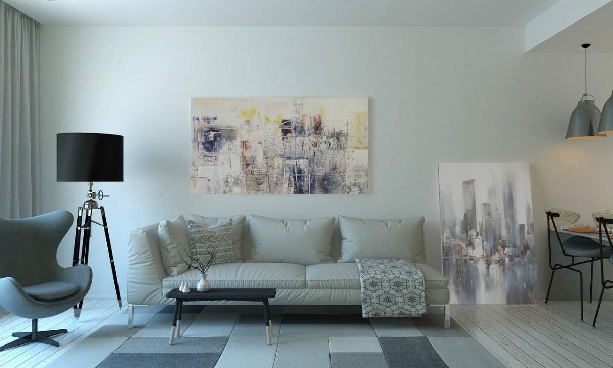 Wohnzimmer mit Wandbildern