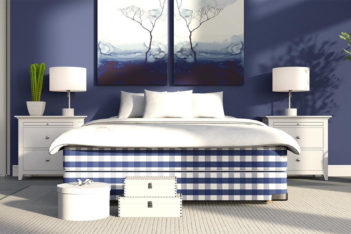 Als Wandfarbe wirkt Blau entspannend und kann das Einschlafen unterstützen.