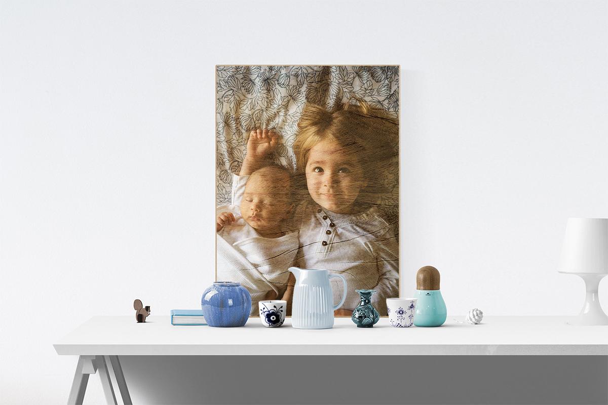 Am besten kommt ein Foto auf Holz mit einer glatten Oberfläche zur Geltung.
