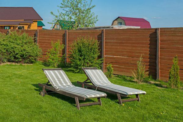 Es gibt kaum etwas entspannenderes, als auf einer Sonnenliege im Garten zu relaxen.