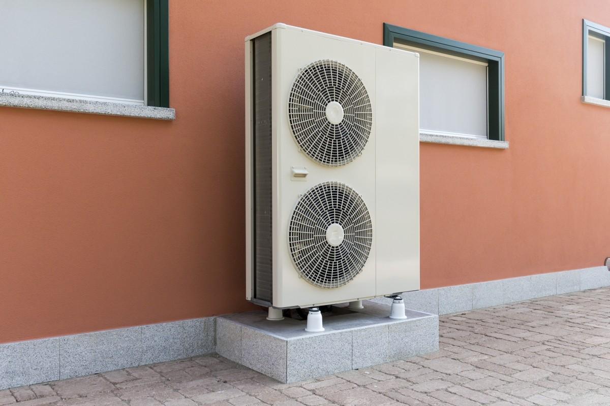 Außeneinheit eines Luftwärmepumpen-Heizsystems