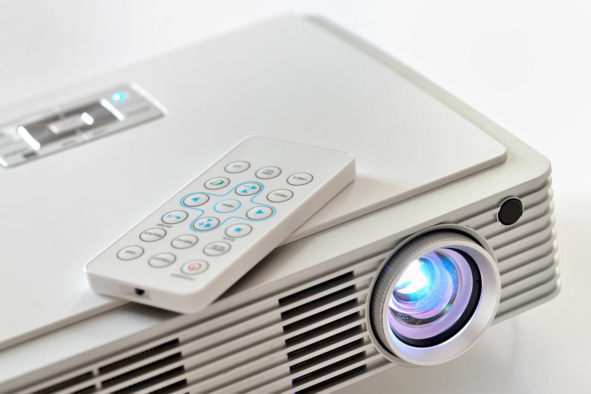 Soll der Beamer ein adäquater Ersatz für das TV-Gerät sein, muss auch die Helligkeit stimmen.