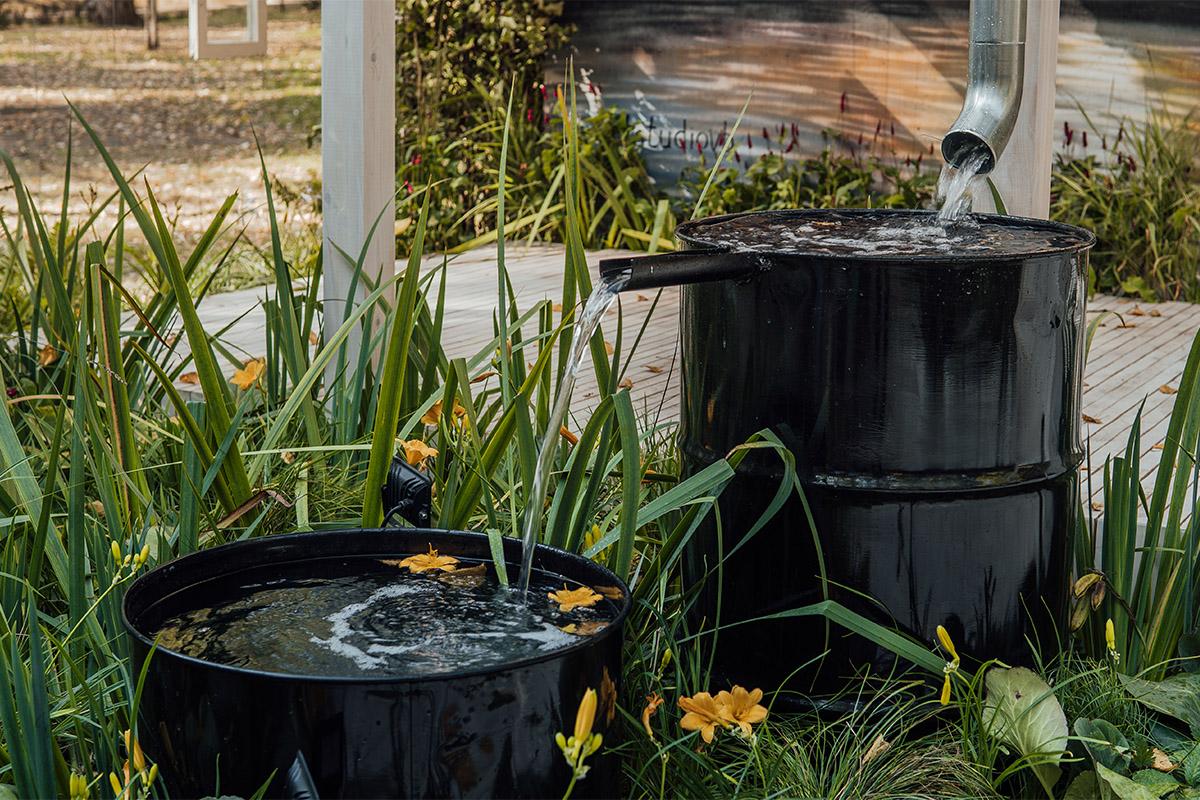 Regenwasser hat sogar einige Vorteile gegenüber dem Trinkwasser aus der Leitung.